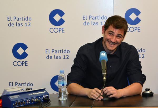Iker Casillas se derrite al escuchar la risa de Martín: 'Tenemos la suerte de tener un peque muy simpático'